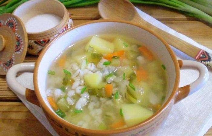 Суп с перловкой и огурцами