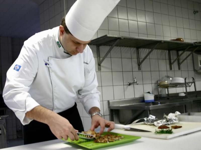 повар вакансии в москве быстро продать участок
