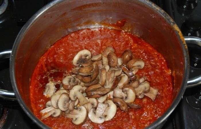 Грибы в томатном соусе рецепт с фото