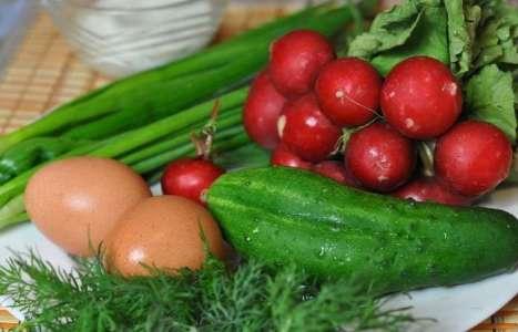 Салат из редиса с яйцом, огурцом и зеленью рецепт с фото по шагам - фото 1 шага